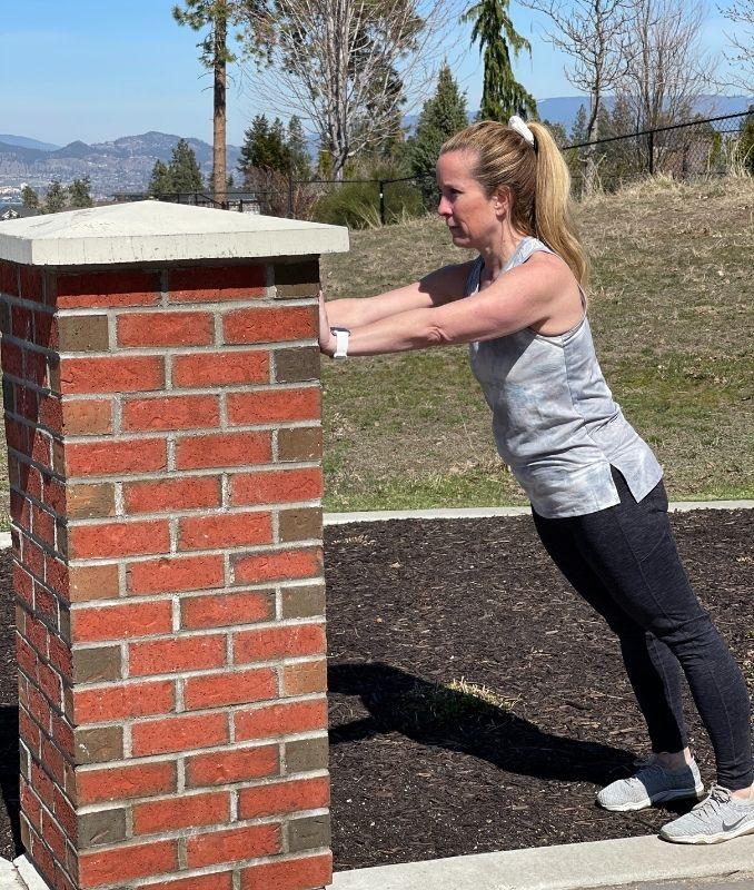 Wall Push Up 1