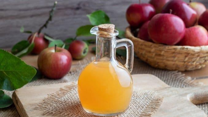bottle-apple-cider-vinegar-fresh-apples