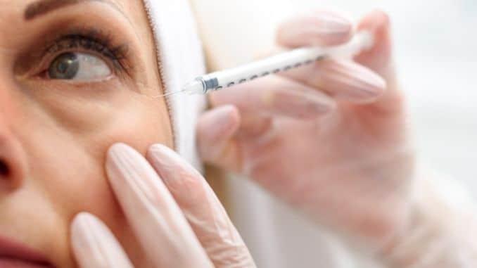 beautician-making-botox-facial-injection